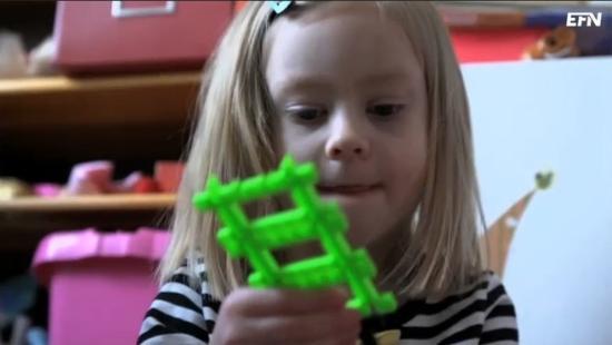 Femåriga Smilla har en leksaksmaskin hemma!