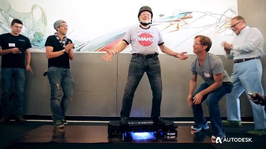 Månveteranen Buzz Aldrin på hoverboard!