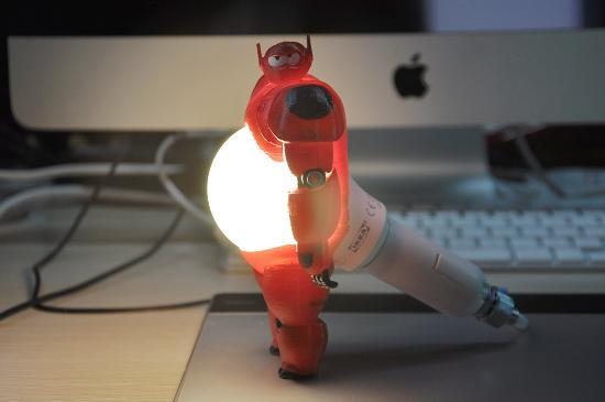 Varför inte 3D-printa en Baymax lampa?