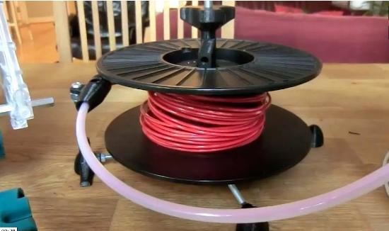 Gammal prototyp blev populär 3D-printbar spolhållare