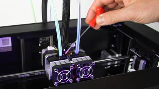 Justera matarhjulets tryck mot filamenttråden