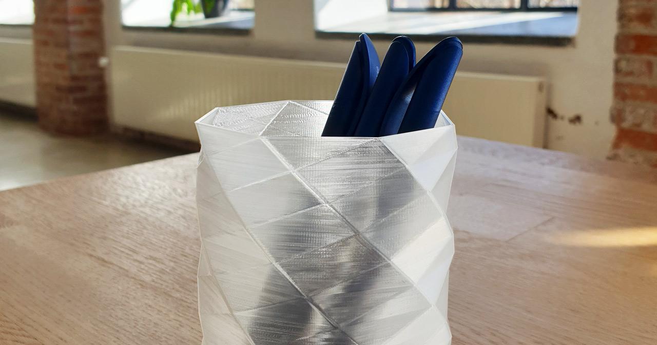 Dagens 3D-print: Pennställ i transparent miljövänligt PLA-filament